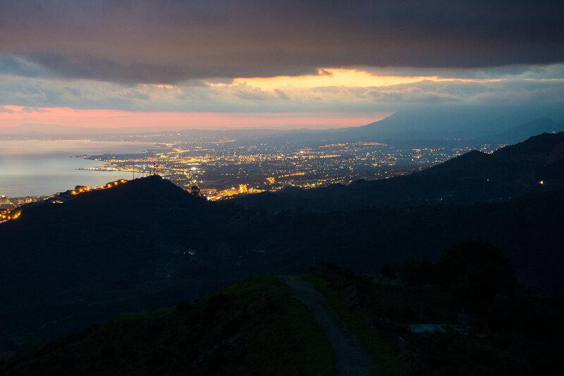 пейзаж города марбелья на costa del sol ночью