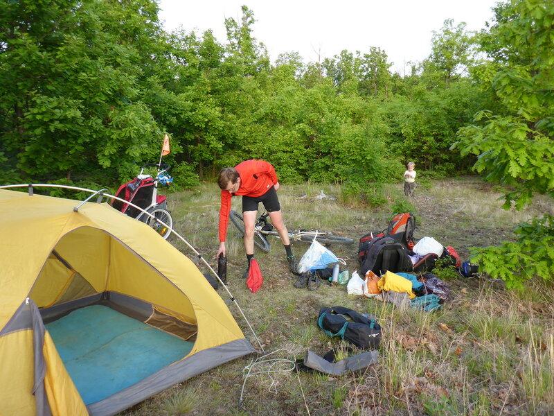 ночевка в палатке в велопоходе по Сербии с ребенком