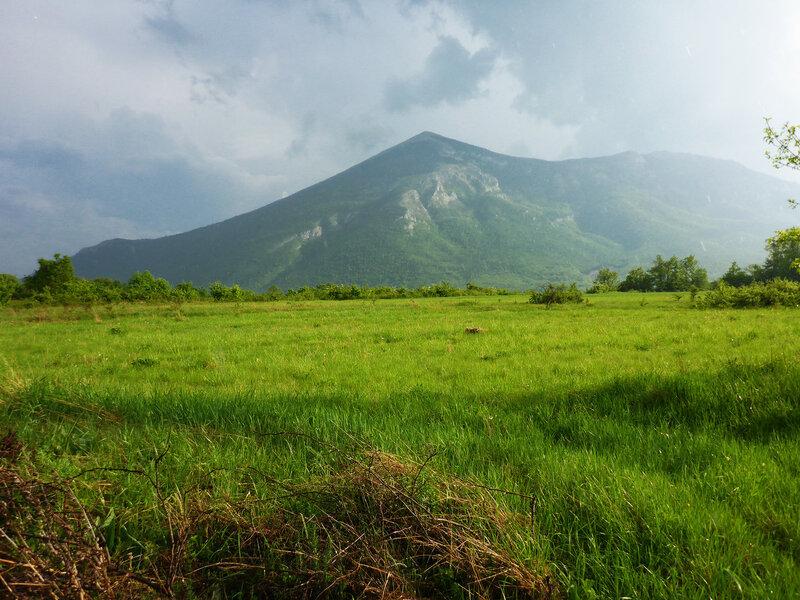 гора Ртань и грозовые тучи