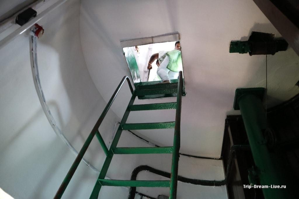 Лестница на последнем участке пути