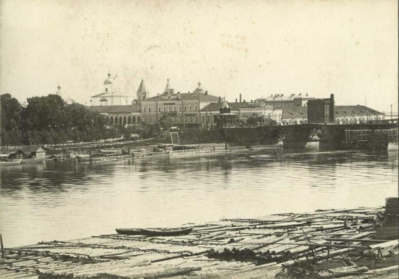 Вид на Ярославово дворище и Городскую думу