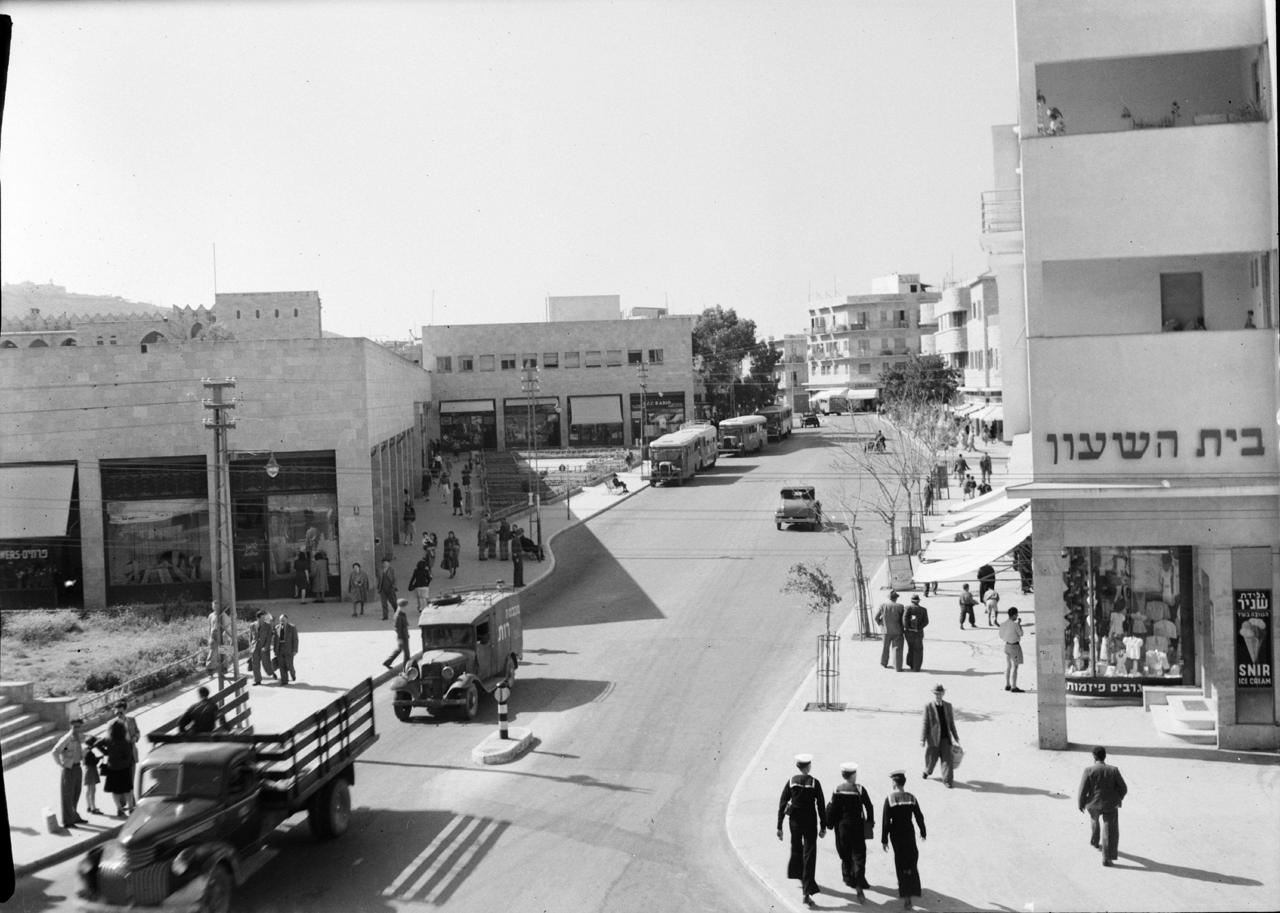 Улица Герцля с нового торгового центра на углу Герцля и Бальфур