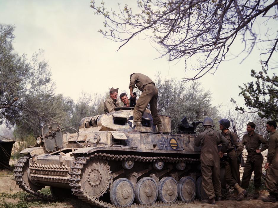 Wonderful Colour Photographs of World War II by Robert Capa (83).jpg
