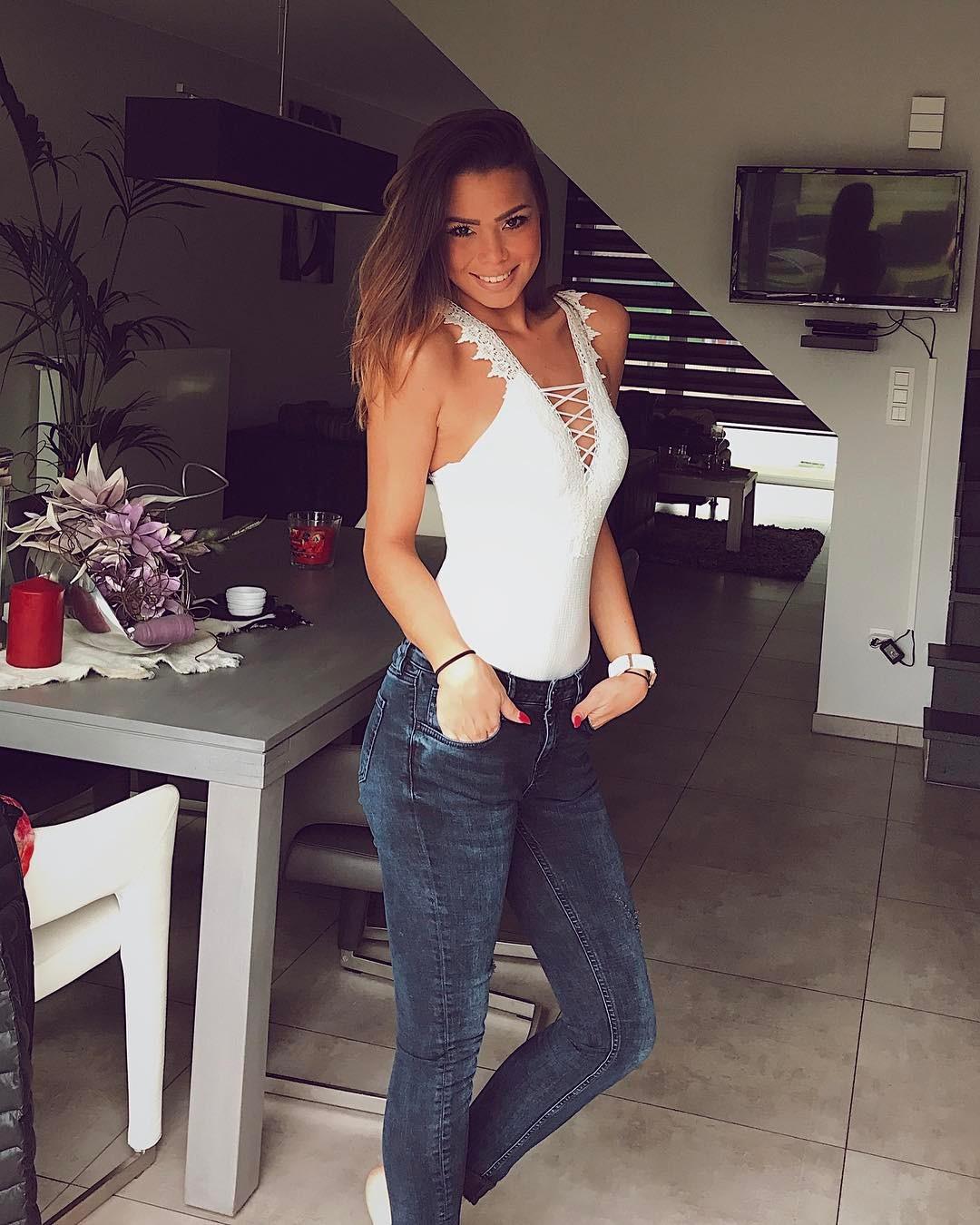 18-летняя модель голая выпала из окна и разбилась