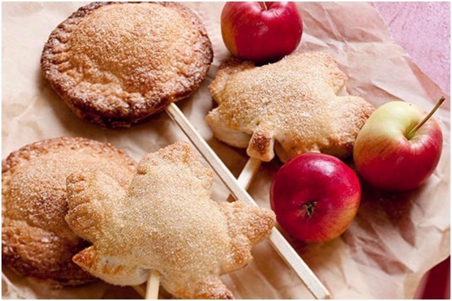 Пирог на палочке с яблочной начинкой
