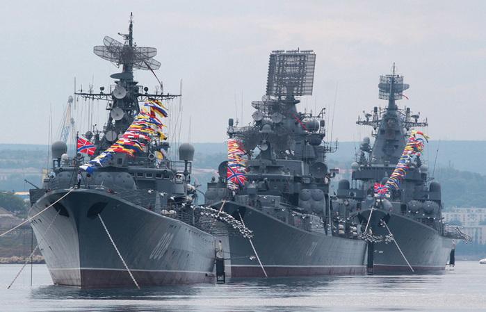 Открытка. Поздравляю с днем ВМФ! Корабли на параде