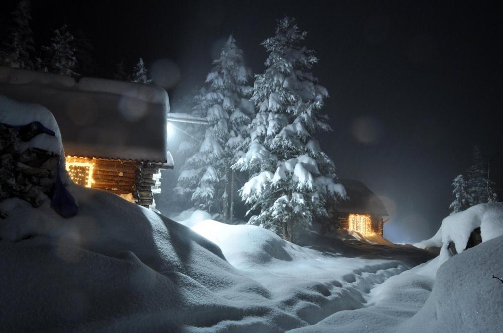 © Matyushkov_Petr   Иневозможно невспомнить детство, когда смотришь накружащие снежинки