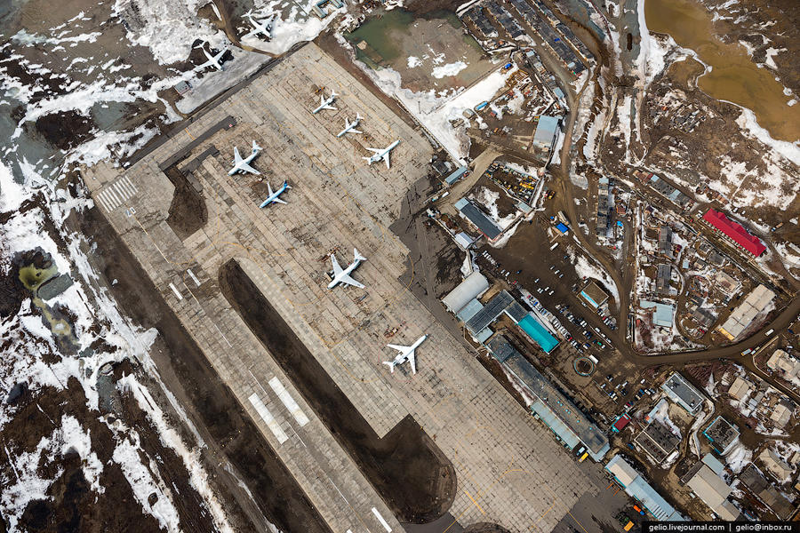 5. Аэропорт Мирного Обеспечение Мирного продуктами и потребительскими товарами происходит следующими