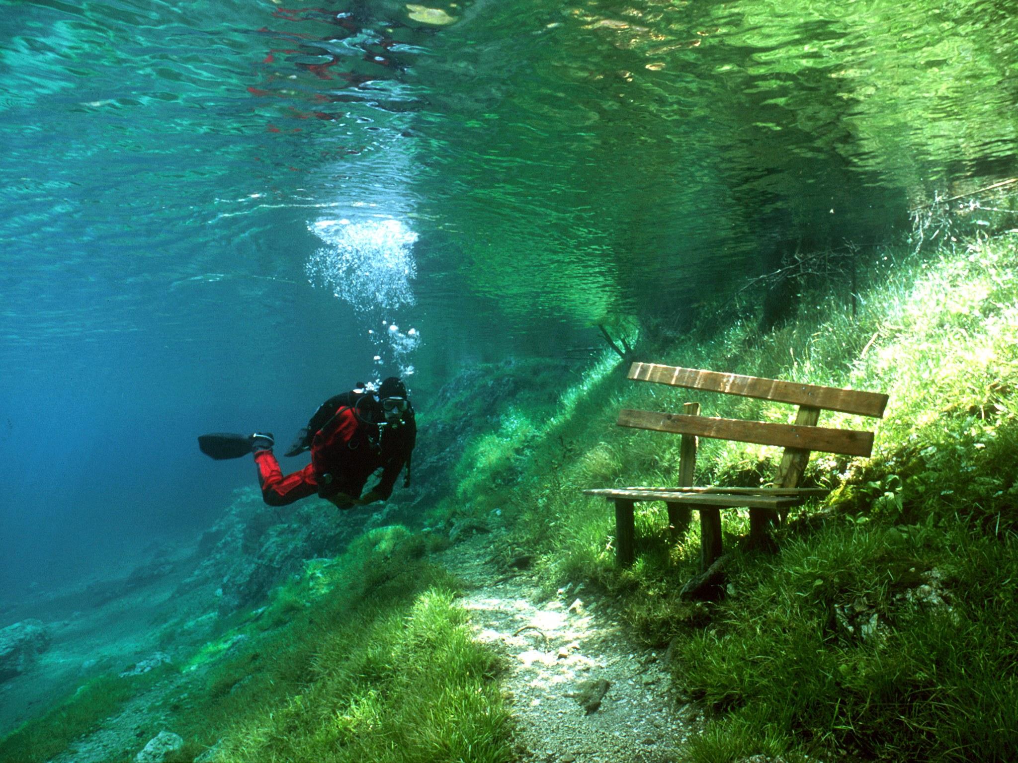 9. Зеленое озеро, Австрия. Озеро с изумрудно-зеленым цветом воды, которое находится в австрийской де