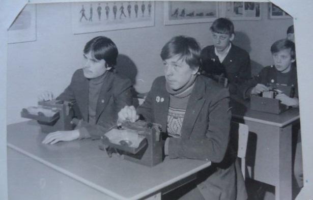 Каждый советский школьник должен был владеть базовыми знаниями о принципах работы радиотехники.