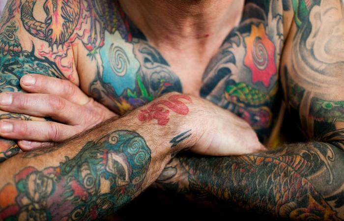 Принудительные татуировки в Австралии. Австралия В течение 19-го века в процессе колонизации Австрал
