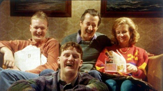 История о типичной австралийской семье, счастливо живущей возле аэропорта. В связи с расширением тер