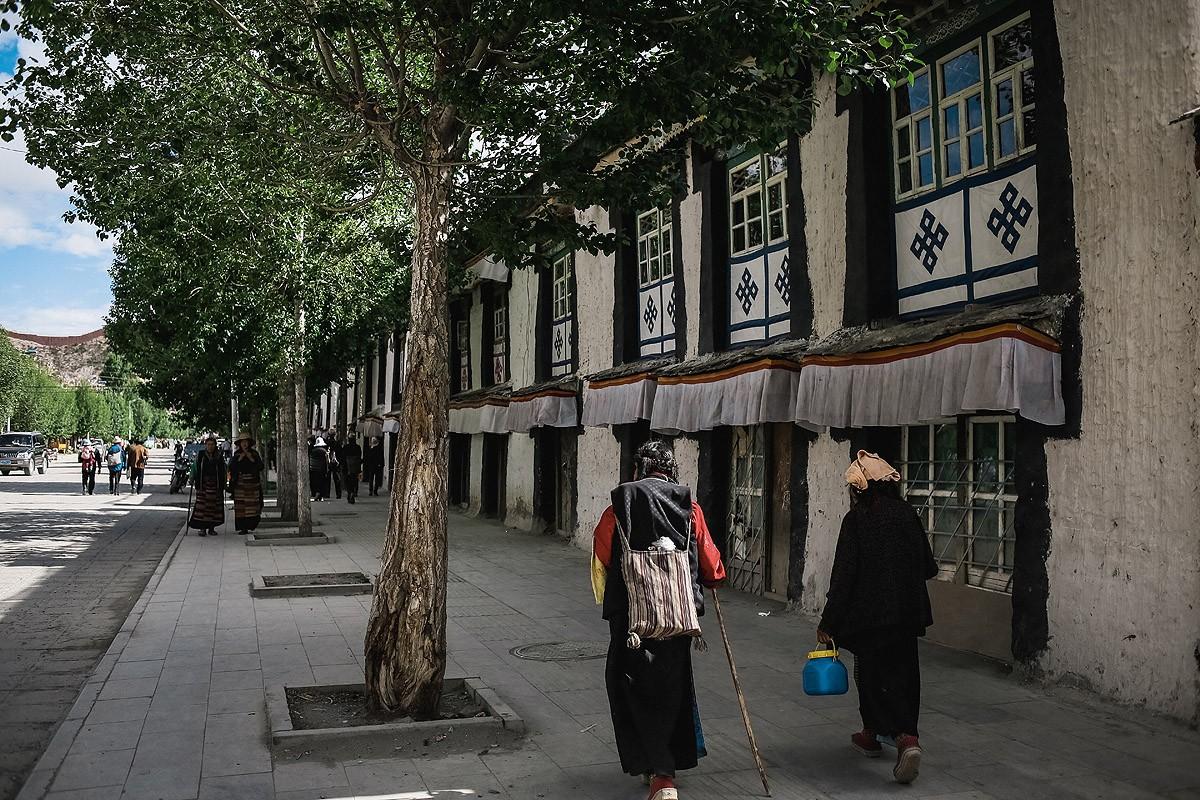 1. Это небольшой районный город со спокойным укладом жизни. Этот город еще можно назвать тибетским.