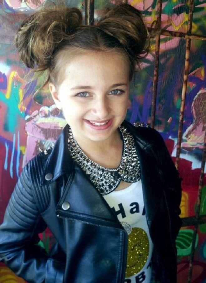 Сейчас основной доход Изабелле и ее семье приносит собственная линия Glitzy Girl — это марка б