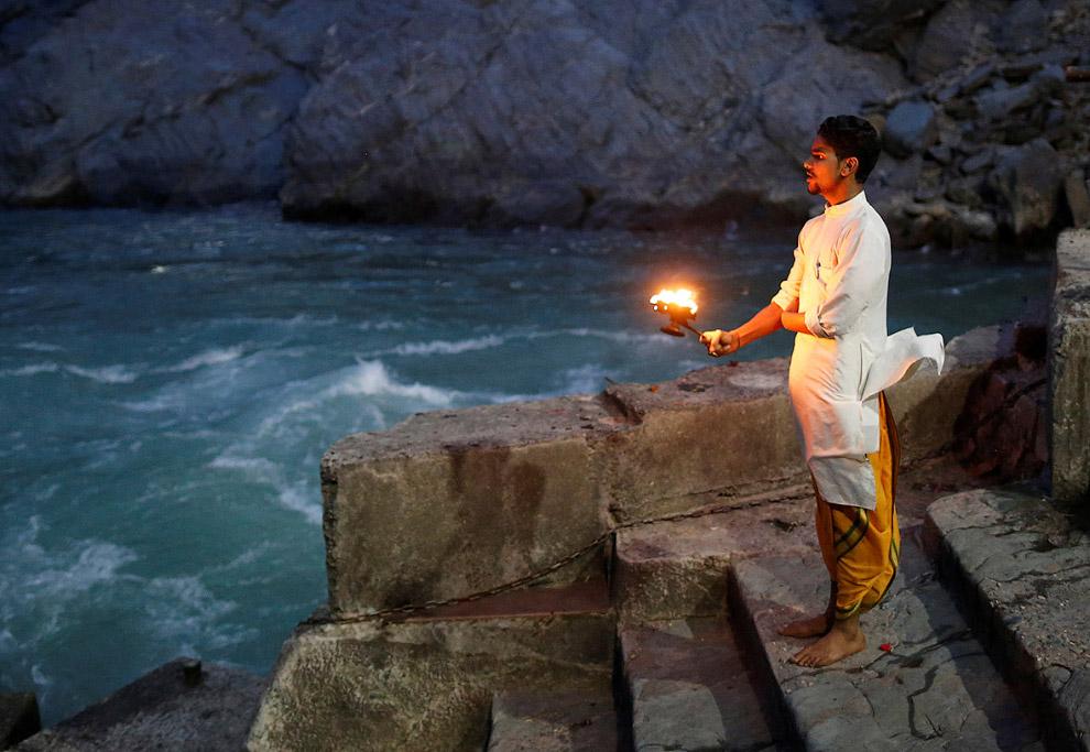 5. Вечерние молитвы на берегах реки Ганг в Харидваре. Город Харидвар в индийском штате Уттаракх