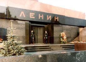 В Кремле поддерживают идею выноса Ленина из мавзолея