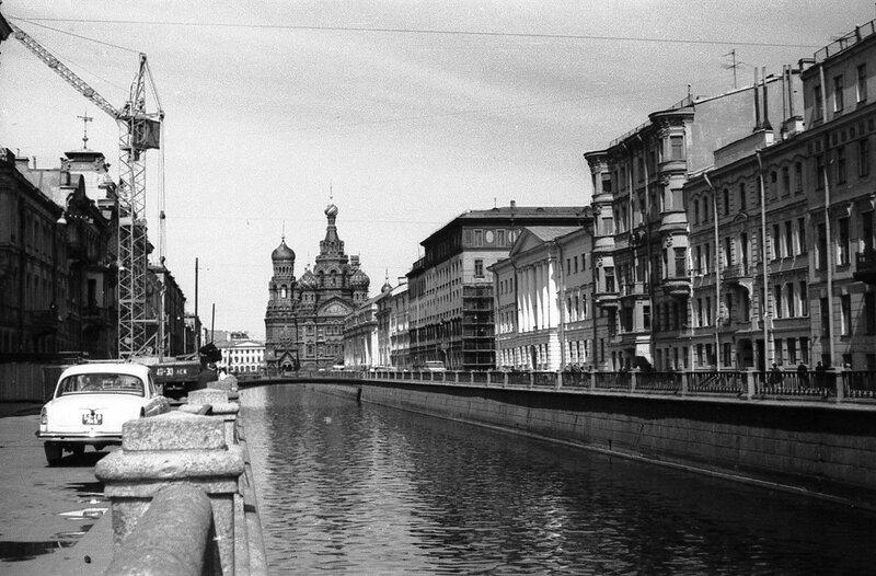 НАШ АДРЕС СОВЕТСКИЙ СОЮЗ. Ленинград 1970г. Фото Н. Бродяного.jpg