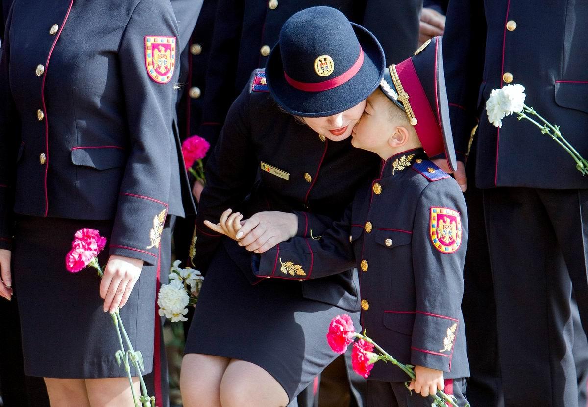 Я так хочу к тебе на ручки: Простой солдатский поцелуй