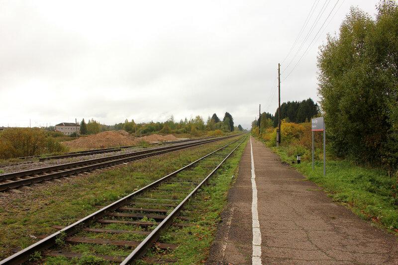 Станция Кесова гора, вид на Савёлово. Дальний путь разобран.