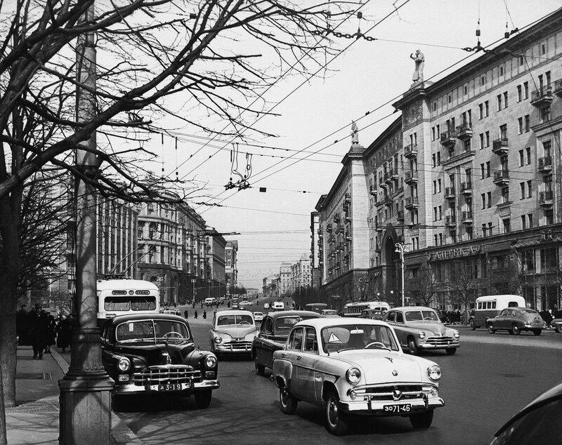 Победы, Волги, ЗИМы, Москвичи... Прокатимся по Москве?