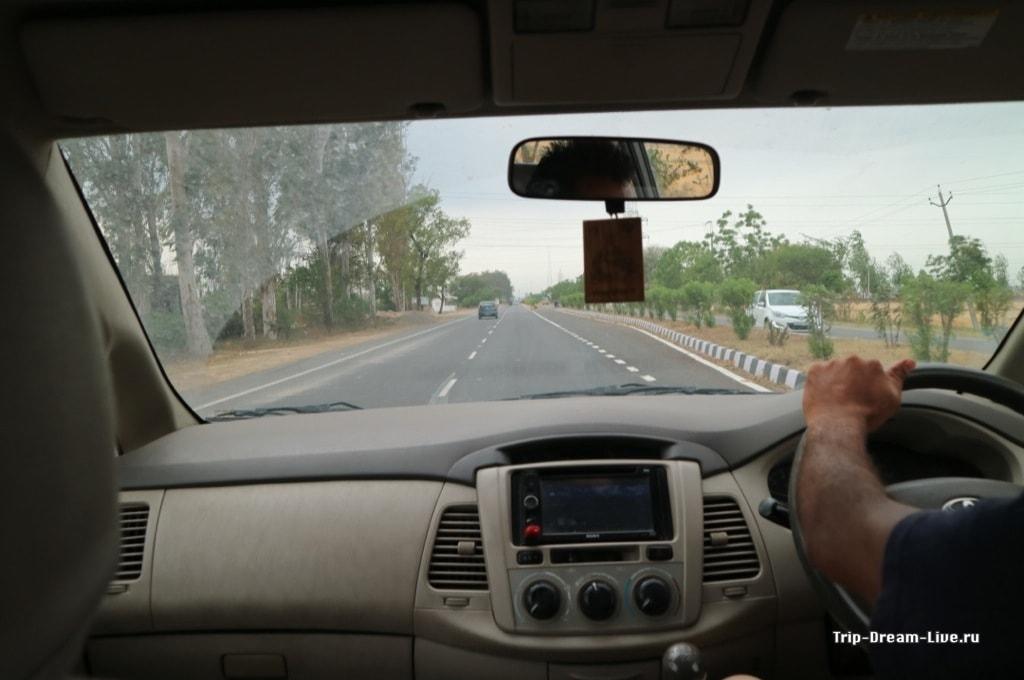 Мчим к индо-пакистанской границе. Кстати, дорога отличная