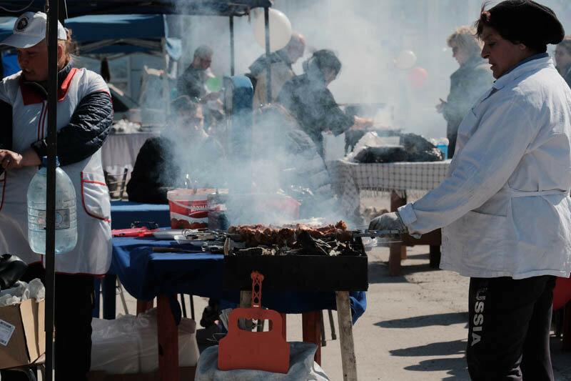 шашлычники на первомайских праздниках продают шашлыки