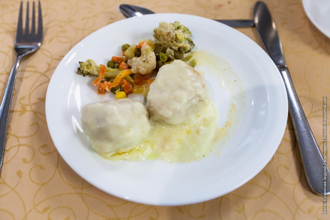Куриные фрикадельки с тушеными овощами