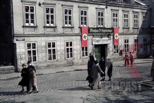 stock-photo-restaurant-in-vienna-austria-1940-12827.jpg