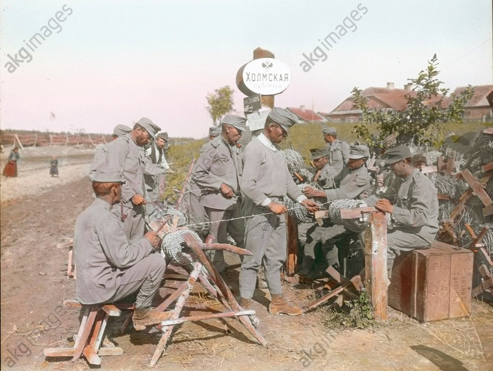 - Soldiers install barbed wire, 1914 -