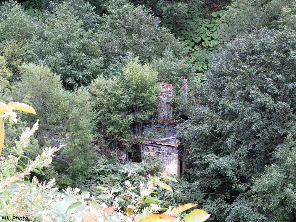 Развалины на подходе к Чёртовому мосту
