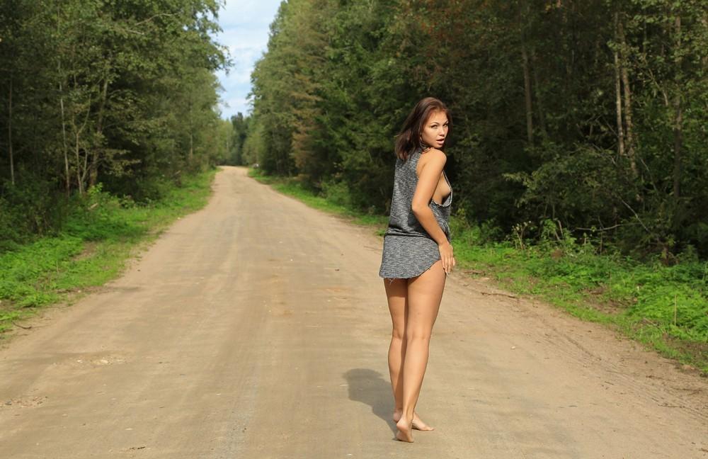 Arisha на лесной дороге