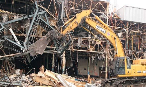 2014 В Москве начался снос не законно построенных зданий. Наша компания принимала участие в демонтаже одного из таких зданий на металлолом. Самовывоз.