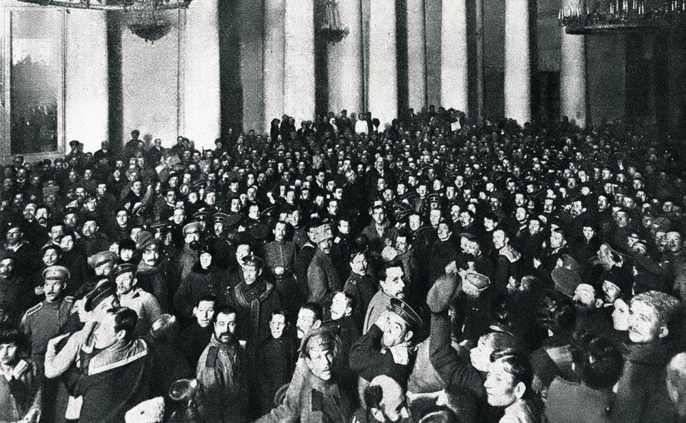 27 февраля 1917 года. Таврический дворец, где еще несколько дней назад встречались делегаты Петроградской конференции союзников, заполнен восставшими солдатами и матросами.