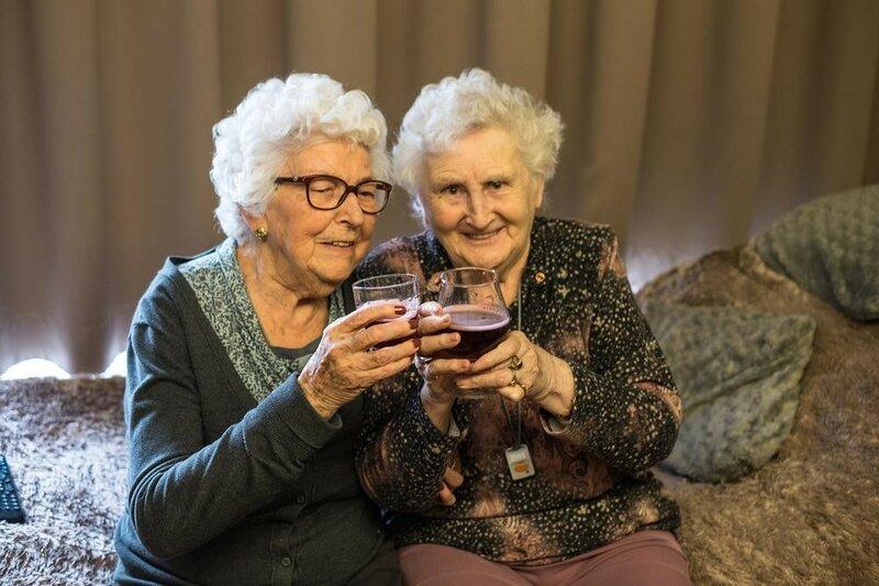 Картинки анекдоты, смешные картинки старушек подружек