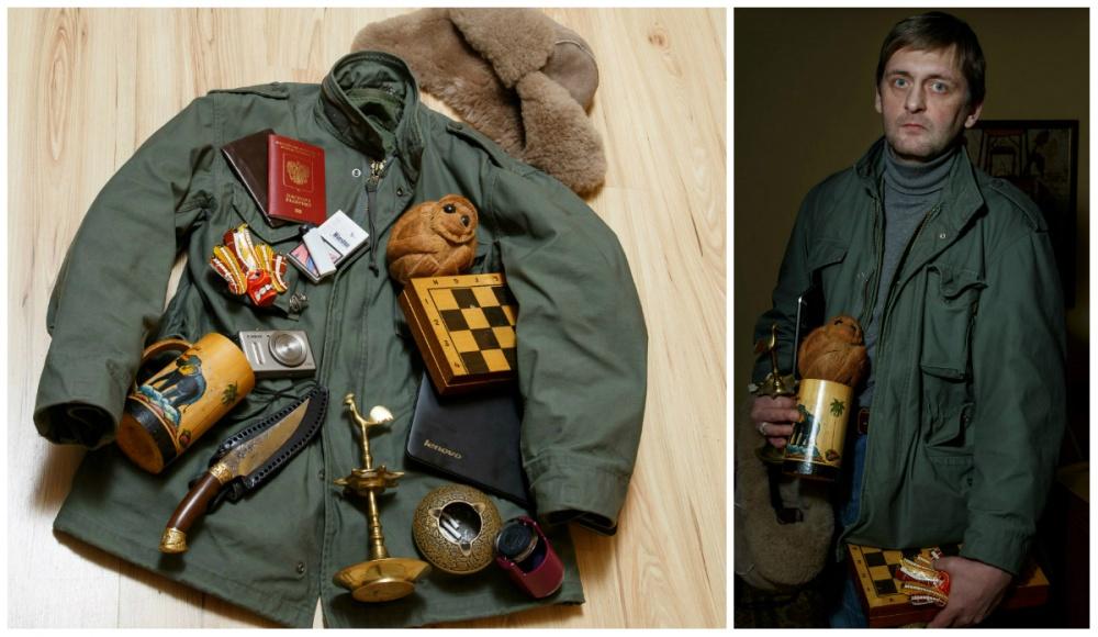 © Ekaterina Sahakyan  Документы, сигареты, зажигалка, обезьянка изкокоса (памятная вещь), шах