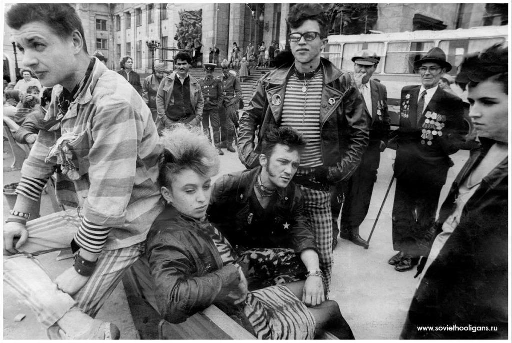 Ленинградские панки на съемках фильма в Волгограде. Из архива Тани Гангрены, 1988.