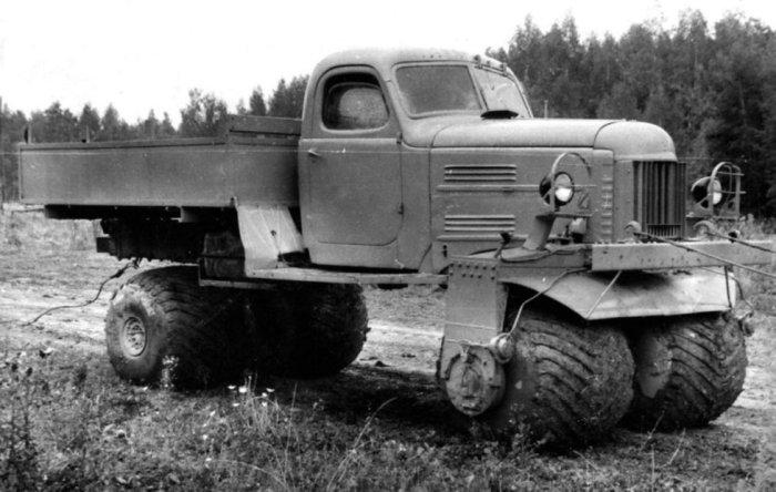 Внедорожный грузовик ЗИЛ-132С на пневматических колесах, 1964 год.