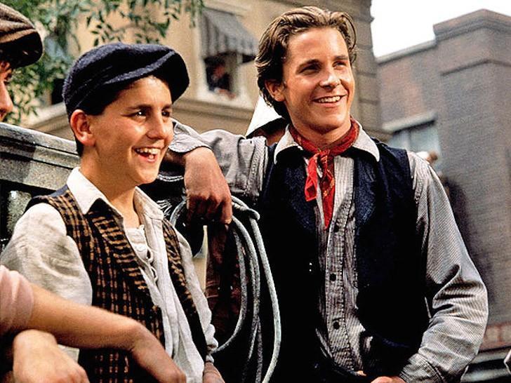 1. Продавцы новостей (1992) Семнадцатилетний Кристиан появился в привычном для нас образе в мюзикле