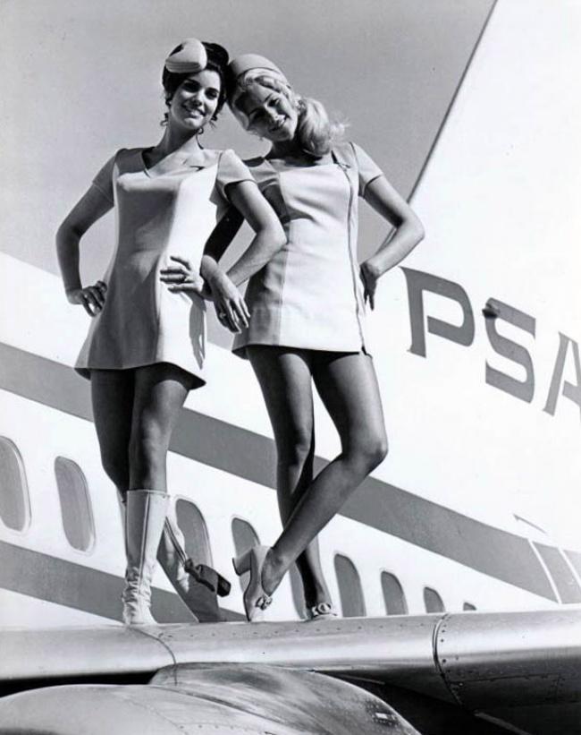 В1950 началось сотрудничество авиалиний сдизайнерами. Уже тогда авиакомпании начали смотреть насв