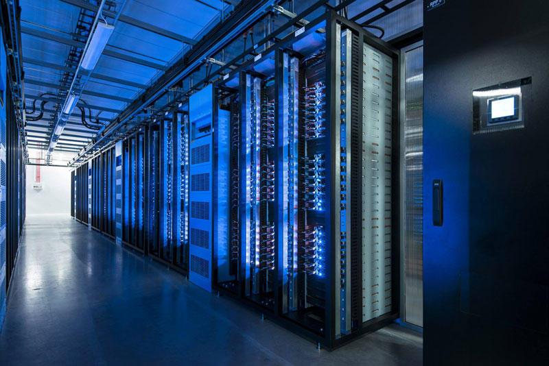 9. Почти все технологии в центре, от серверов до систем распределения электроэнергии, основаны на ра