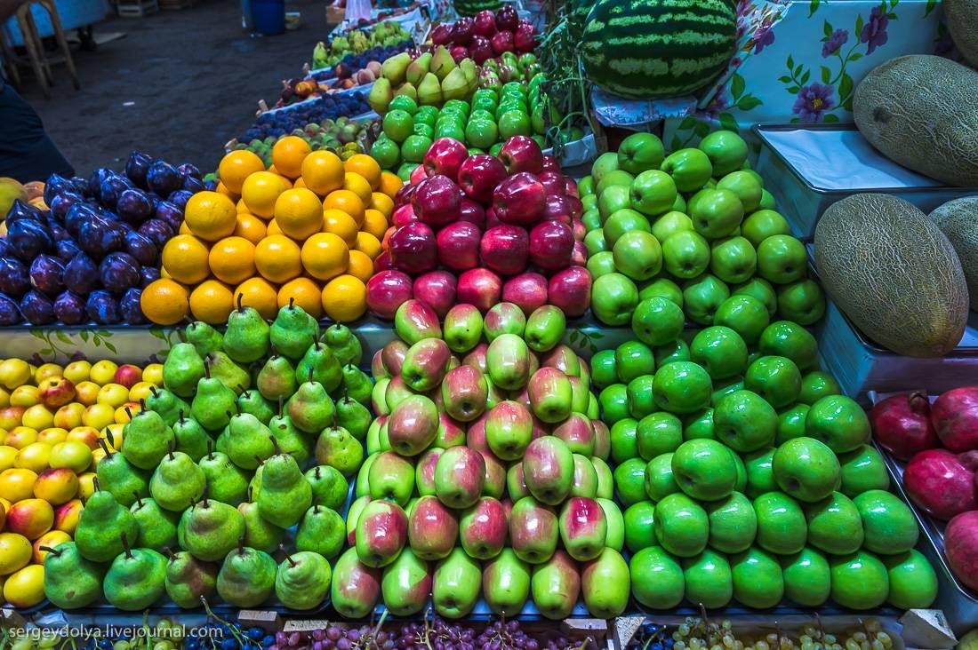 Прилавки с фруктами: