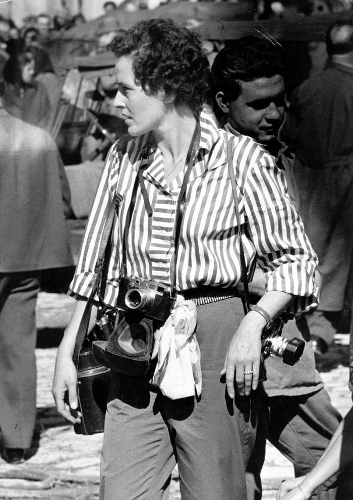 В 1953 году она показала свою первую крупную фотосерию «Рабочие священники Парижа» и стала одной из