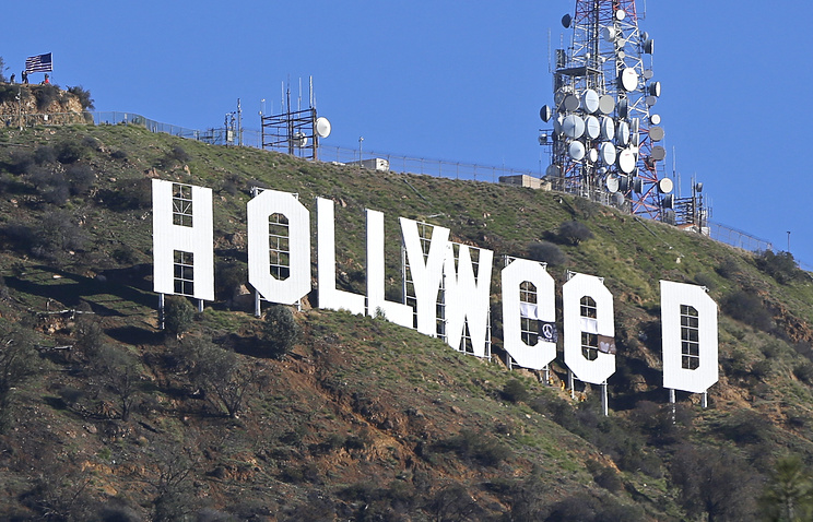 Неизвестные переделали надпись Hollywood вHollyweed