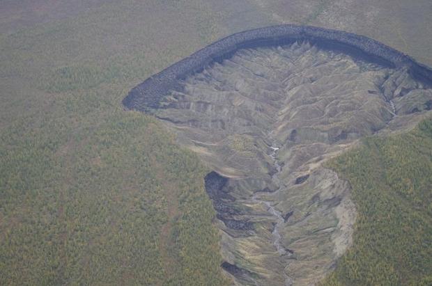 ВСибири кратер «Ворота впреисподнюю» достиг шокирующих размеров— Ученые встревожены
