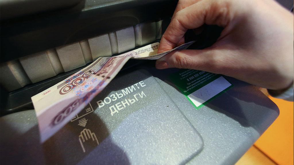 Русские банкоматы сразил вирус, разрешающий снимать наличные при помощи кода
