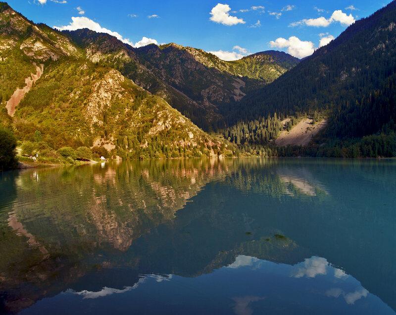 Голубое зеркало озера Иссык