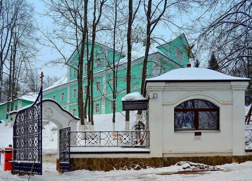 Въезд в Саввино-Сторожевский монастырь, гостиница для паломников