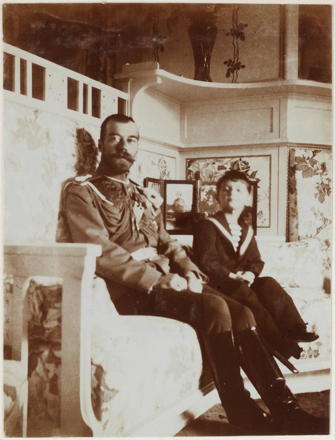 1910. Николай II с сыном на Нижней даче