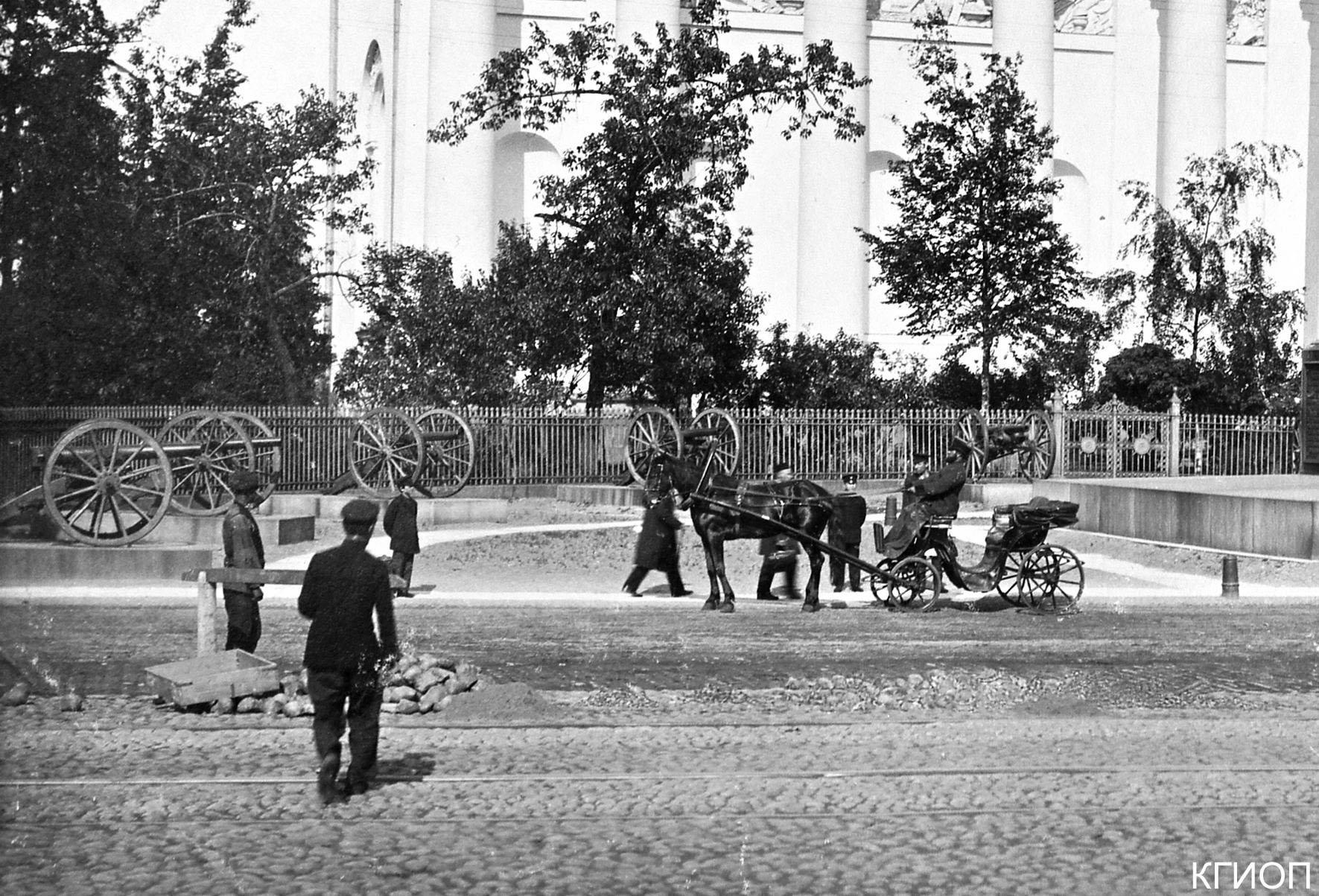 04. Пушки вокруг колонны.1900-е годы