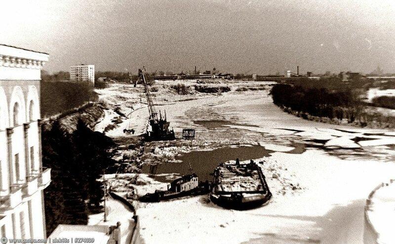 Река Москва у шлюза № 9.jpg